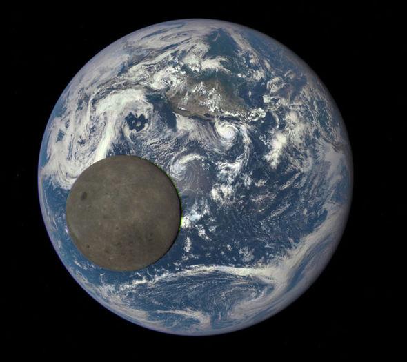 Tiểu hành tinh 2000-FL10 sẽ bay gần với quỹ đạo của Mặt Trăng.