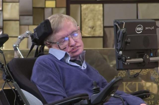 Stephen Hawking đang làm việc tại Học viện Công nghệ Hoàng gia KTH, Stockholm, Thụy Điển