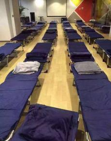 Những chiếc giường lưu động được chuẩn bị sẵn tại Alibaba để phục vụ nhân viên làm việc qua đêm. Họ đang chiến đấu thật sự!