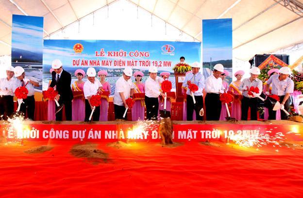Khởi công xây dựng nhà máy điện mặt trời đầu tiên tại Việt Nam.