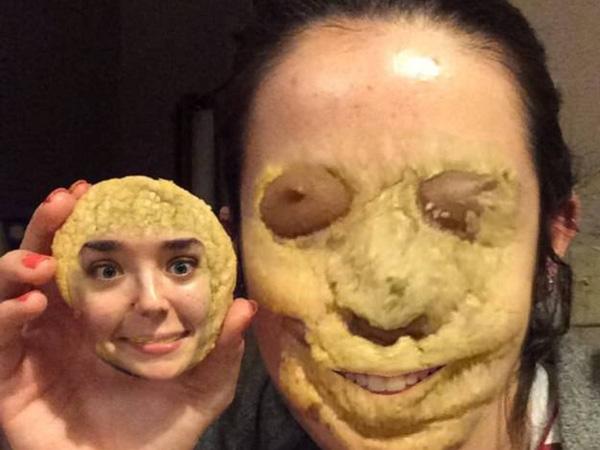 Không nằm ngoài dự đoán, quái vật bánh quy đã phải nộp mạng cho 2 ông thần ở trên.
