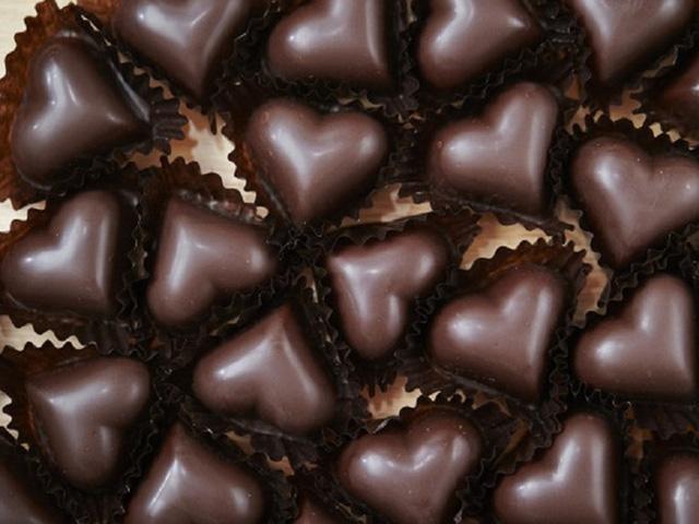 Là món quà không thể thiếu trong ngày Valentine, chocolate có nhiều công dụng cho sức khỏe mà nhiều người chưa biết. Ảnh: Womenfitness.