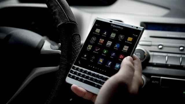 Blackberry Passport Silver Edition.