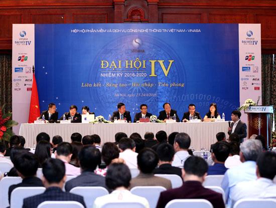 Toàn cảnh phiên họp chính thức Đại hội lần thứ IV nhiệm kỳ 2016 - 2020 của Hiệp hội Phần mềm và Dịch vụ CNTT Việt Nam diễn ra ngày 24/4/2016. (Ảnh VINASA cung cấp)