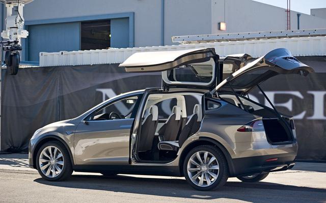 Cuộc đua về xe điện và xe tự lái do Tesla khởi xướng có vẻ không chỉ ảnh hưởng tới ngành công nghiệp xe hơi.