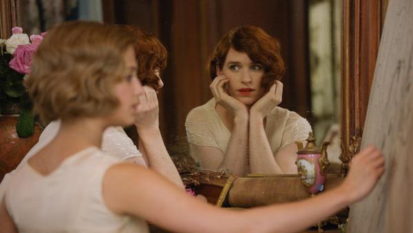 Tạo hình của Lili Elbe trong phim Cô gái Đan Mạch.