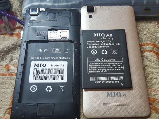 Điện thoại giá rẻ Trung Quốc MIQ A8. Ảnh Internet.