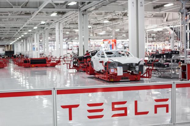 Các nhà máy sản xuất của Tesla có thể bị quá tải vì số lượng đơn đặt hàng khổng lồ.