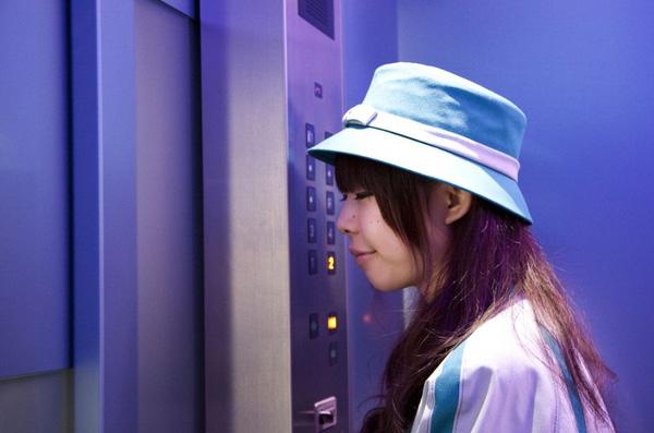 Ở Nhật, đi thang máy cũng là một nét văn hóa.