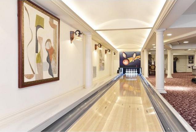 Và đây là khu giải trí trong nhà, phòng chơi bowling.