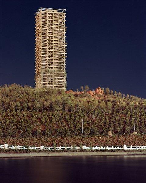 Tòa nhà này giống như đang bị lãng quên giữa khu rừng rậm Amazon vậy!