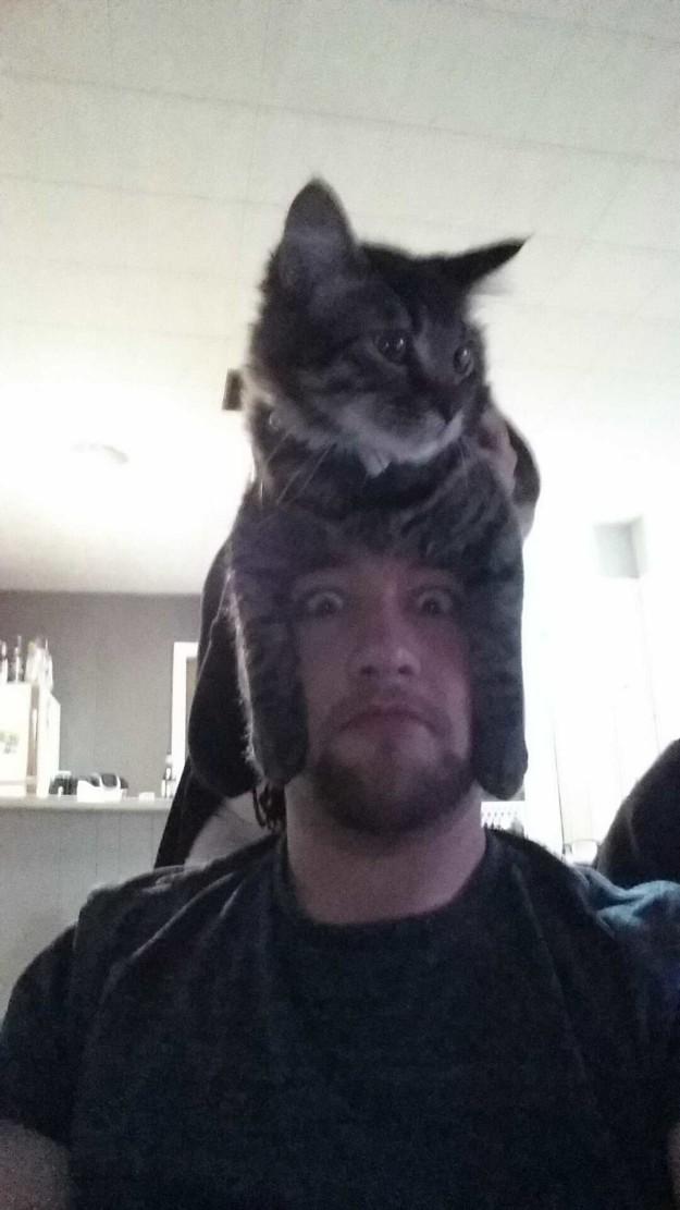 12. Hãy đảm bảo bạn có thể chịu được sức nặng của chiếc mũ ấy.
