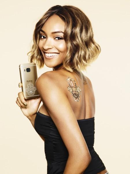 Siêu mẫu Anh Jourdan Dunn cũng tham gia quảng cáo cho điện thoại thông minh HTC One M9