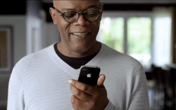 Trong clip quảng cáo iPhone này, nam diễn viên Samuel Jackson đang tìm cách đối thoại với trợ lý ảo Siri của Apple