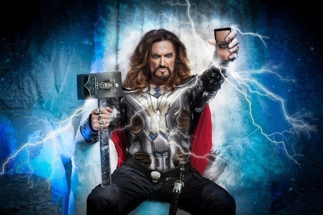 Nam diễn viên Ukraine Nikita Dzhigurda đóng vai thần sấm Thor trong quảng cáo điện thoại thông minh Highscreen.