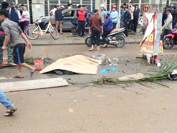 Nhiều nạn nhân bị văng xa sang phía bên kia đường