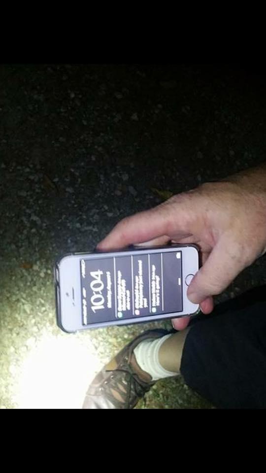 Bức ảnh được Jeannine Buck đăng lên Facebook để chứng minh chiếc iPhone 5S của cô bình an vô sự sau cú rơi ở độ cao hơn 700 mét.