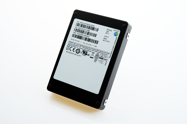 Ổ SSD dung lượng 15,36TB của Samsung.