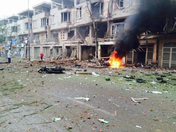 Vụ nổ tạo ra lửa lớn và khói đen kịt - (Ảnh Facebook Trịnh Tú).