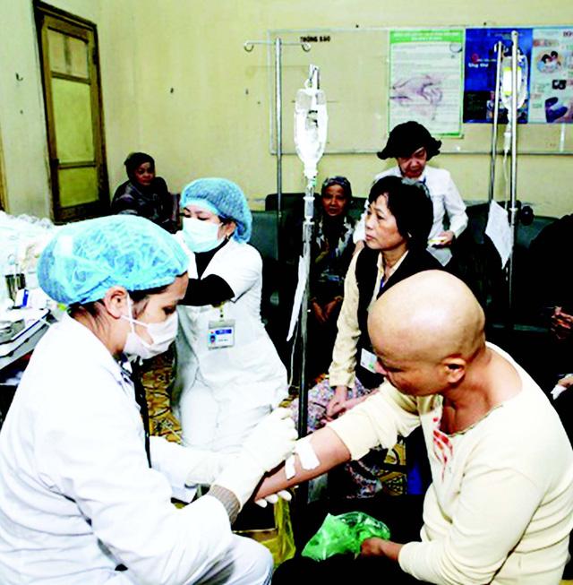 Thuốc chữa ung thư made in Việt Nam được điều chế thành công sẽ giúp bệnh nhân được tiếp cận thuốc tốt, giá rẻ. Ảnh: TM
