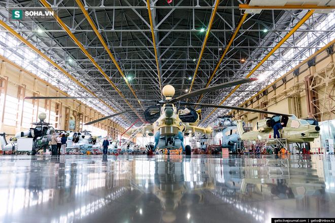 Dòng trực thăng được chế tạo loạt đầu tiên của nhà máy là loại Mi-1. Đến năm 1956, nhà máy bắt đầu chế tạo trực thăng vận tải hạng nặng Mi-6. Ngày nay, Rostvertol chế tạo trực thăng cho cả khách hàng trong nước và nước ngoài. Sản phẩm trực thăng của nhà máy đã có mặt tại hơn 30 quốc gia trên thế giới.
