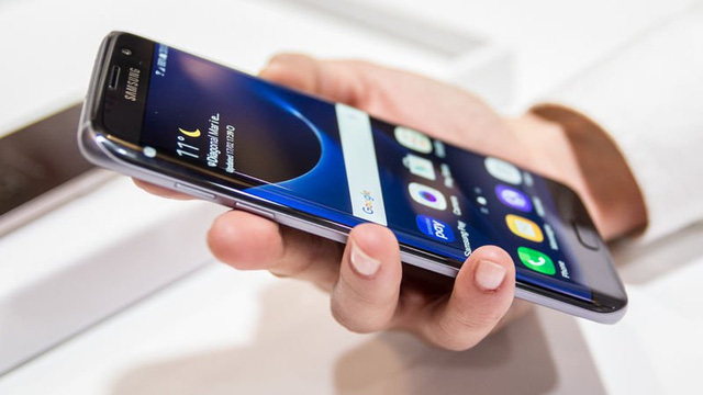 S7 và S7 Edge đang tiếp tục mang về thành công cho Samsung ở phân khúc cao cấp.