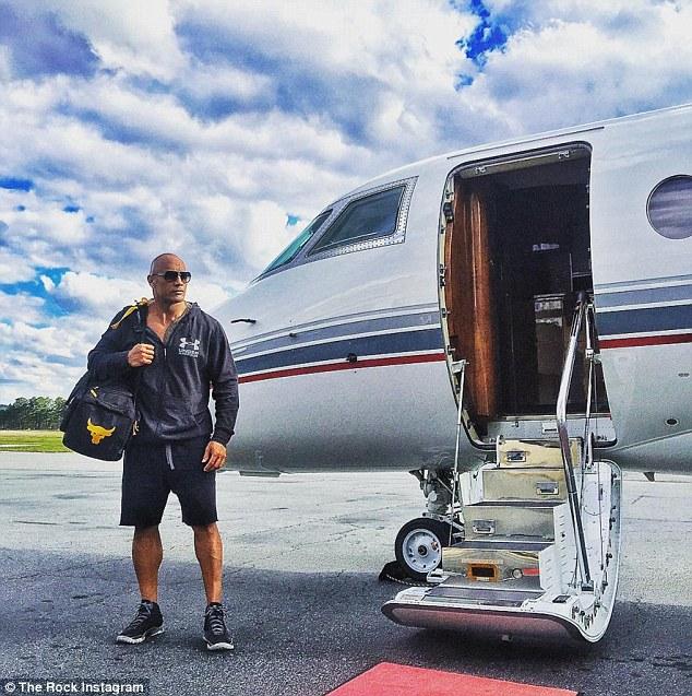 Ngôi sao Hollywood, The Rock cũng là khách hàng của XOJet