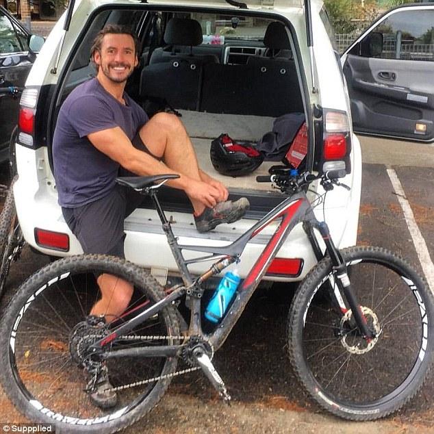 Clear sẽ tiếp tục đạp xe, nhưng không mang theo điện thoại nữa.