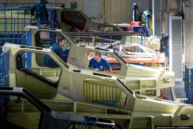 Bộ phận chế tạo khung thân máy bay. Quy trình thiết kế 1 chiếc trực thăng chia ra nhiều bộ phận khác nhau gồm: khung thân, thiết bị của trực thăng, động cơ, thiết bị liên lạc, vũ khí.