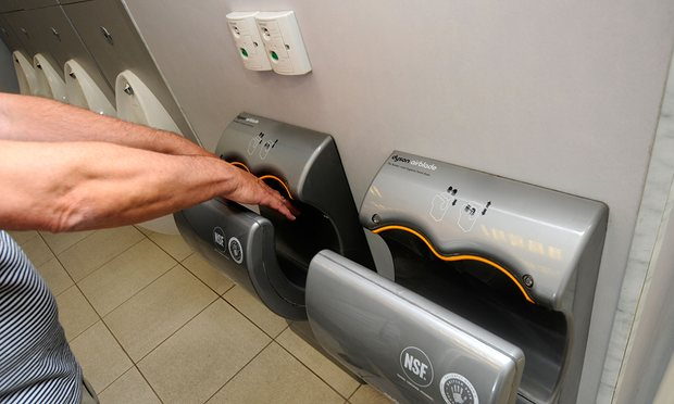Máy sấy trong nhà vệ sinh công cộng đang làm tăng nguy cơ lây lan bệnh tật