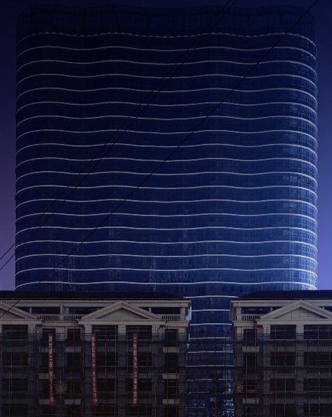 Tòa nhà cao chọc trời này dường như chỉ tồn tại trên ảnh. Còn thực tế sẽ chẳng có ai biết đến sự hiện diện của nó.