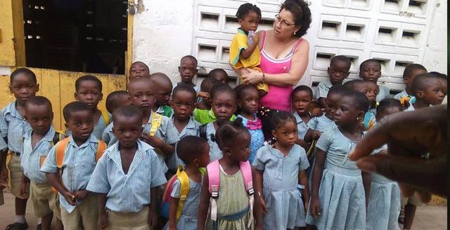 Trường Mercy Child Community tại Ghana nhận quyên góp từ tổ chức Planting Pencils