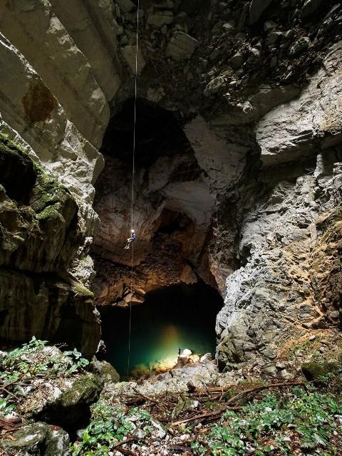 Hang KM 17. Ảnh đoàn thám hiểm hang động Hoàng gia Anh cung cấp/báo Nhân dân
