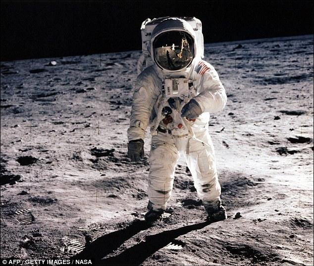 Bức ảnh lịch sử của Aldrin, được chụp bởi Armstrong.