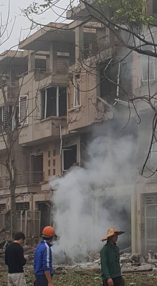 Nhà cửa tan hoang do dư chấn vụ nổ - (Ảnh: Facebook Đỗ Chí Công)