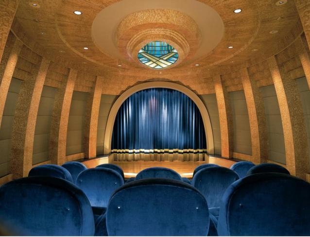 Phòng chiếu phim gia đình trị giá hàng triệu USD.