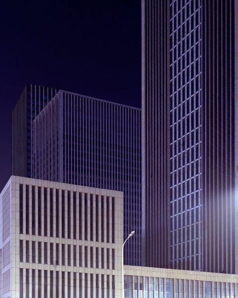 Những tòa cao ốc hiện đại sẽ phải cần thêm khoảng 20 năm nữa để được hô biến thành một trung tâm thương mại sầm uất.