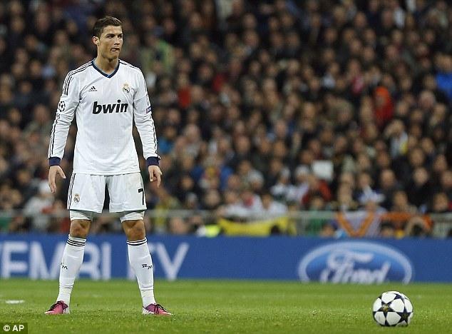 Chúng ta không chỉ nhớ tới Ronaldo qua những cú đá phạt, độ bật nhảy của anh cũng cực kì ấn tượng.