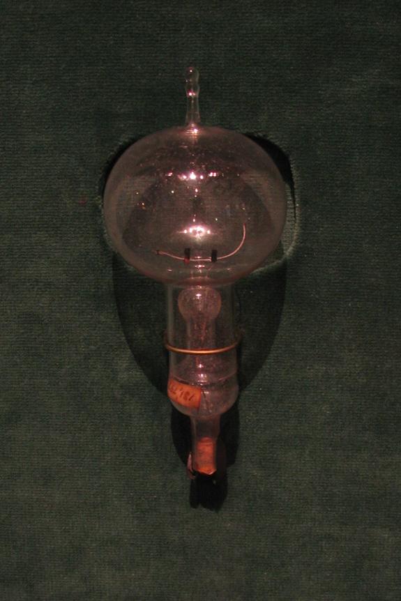 Chiếc bóng đèn do Edison chế tạo