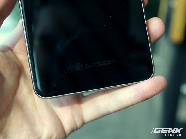 Chất lượng gia công trên Galaxy A9 Pro không hề thua kém các siêu phẩm hiện tại.
