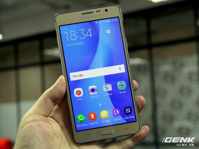Chiếc Galaxy On7 phiên bản màu vàng gold tại thị trường Việt Nam