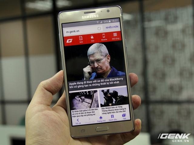 Màn hình Galaxy On7 có kích cỡ 5,5 inch, độ phân giải HD 720p