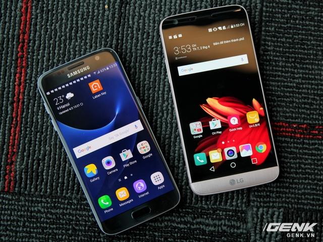 Nhìn từ mặt trước, có vẻ 2 smartphone này ngang tài ngang sức. Kích thước của LG G5 có nhỉnh hơn đôi chút, do sở hữu màn hình 5,3 inch lớn hơn.