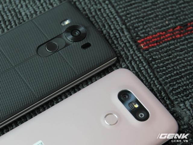 Về phần cụm camera, LG G5 trong năm nay sở hữu camera kép, cho khả năng chụp hình góc rộng tốt hơn. Còn như V10 chỉ có duy nhất 1 camera ở mặt sau mà thôi.