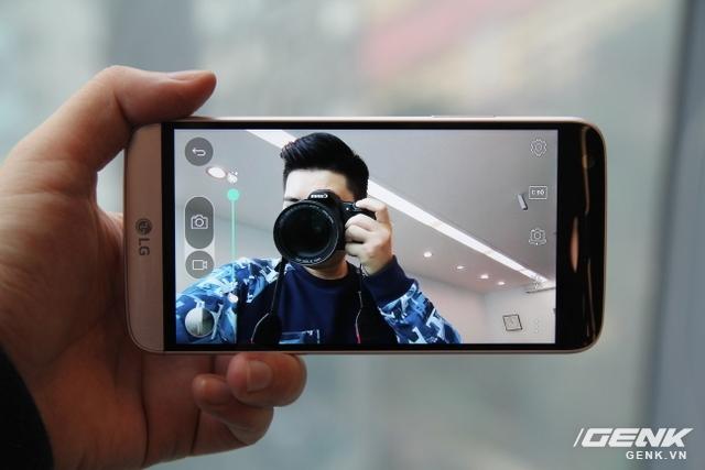 Thử dùng camera trước trên LG G5. Nhìn chung, chất lượng ổn, không có nhiều điểm cần chê trách.