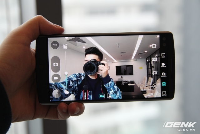 Khoan đã, đừng quên LG V10 có camera selfie góc rộng. Ảnh chụp tự sướng cứ phải gọi là hun hút.