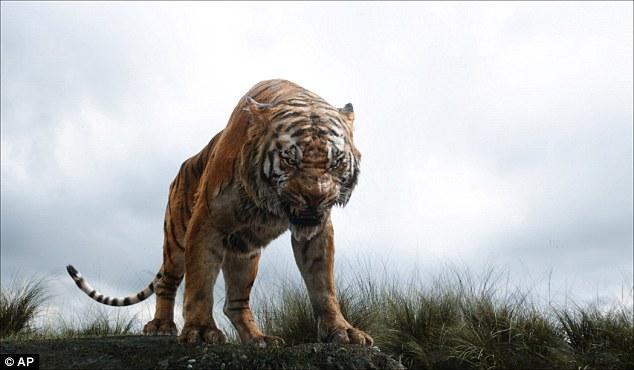 """Với những câu chuyện về những người được cho là """"Mowglis đời thực"""", mối liên quan giữa một đứa trẻ và một bầy thú thường được thổi phồng và biến thành một mối quan hệ nuôi dưỡng, trong đó động vật thay thế cha mẹ loài người."""