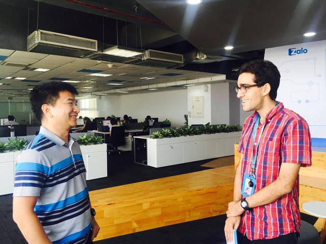 Arash trò chuyện cùng anh Phạm Kim Long – tác giả Unikey và nhóm sản phẩm Laban tại văn phòng Zalo group