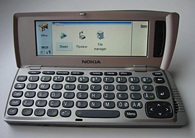 Nokia 9210, mẫu smartphone Symbian đầu tiên của Nokia.
