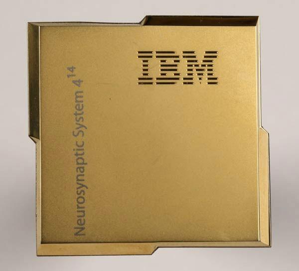 Chip TrueNorth của IBM - 5,4 tỷ bóng bán dẫn trên một chiếc tem bưu điện.